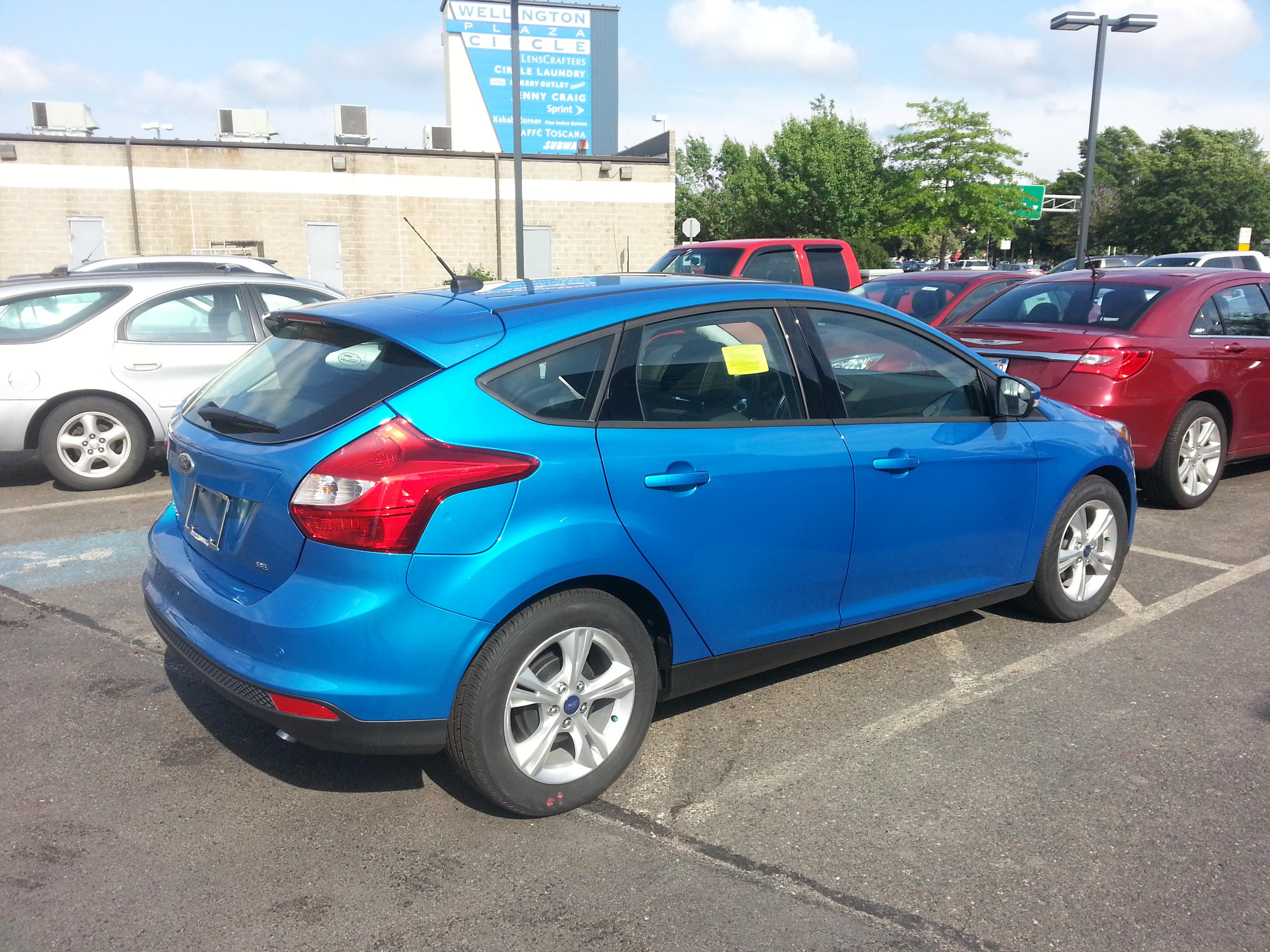 ford focus se hatchback review